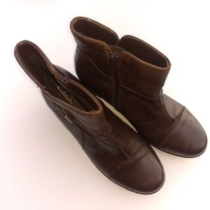 ❤️Clarks Brown Leather Zip Ankle Boots Women 7M